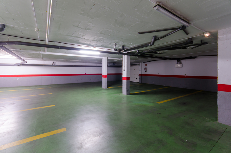 imagen cochera hostal las abadias 1 - Parking